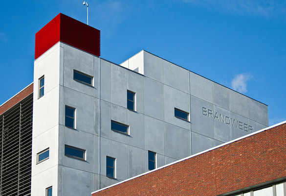 Caserne centrale des pompiers - Anvers Fixations de facades en béton architectonique (Bâtiment Réalisé par Eurobeton)