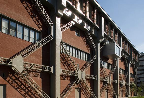Ecole nationale supérieure d'architetcure - Paris Rénovation en briques par systèmes de support de maçonnerie.