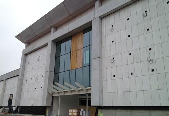 Extension du centre commercial Ville 2 - Charleroi Habillage de façade en pierre