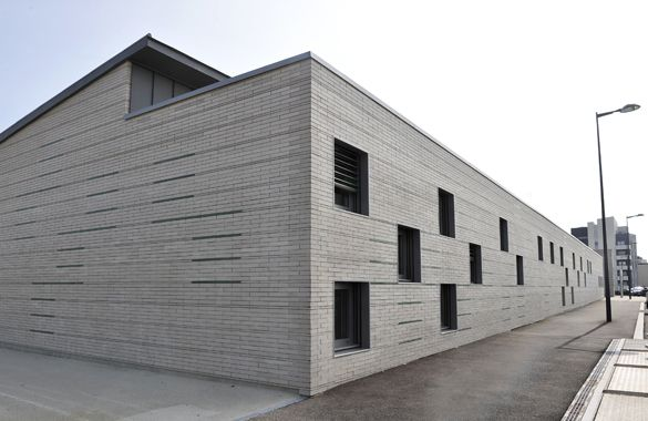 Cité Educative Nelson Mandela - Angers Cornières de maçonnerie Fixinox pour habillage briques